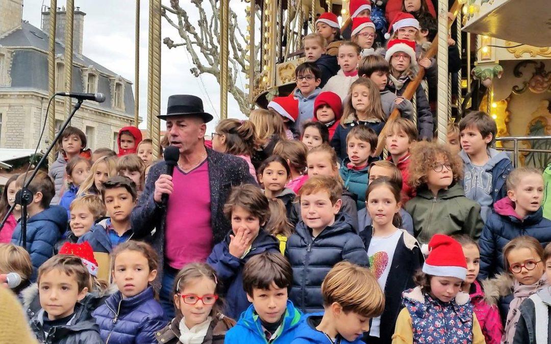 les élèves de sainte Marie animent le marché de Noël des HALLES